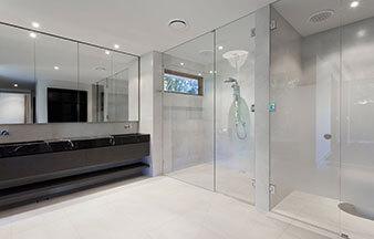 Mampara de baño con espejos