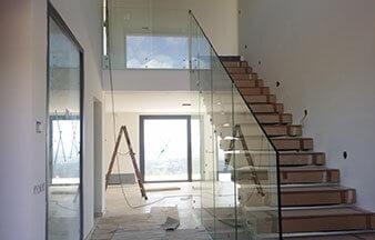 Barandilla de cristal con vidrio laminado de seguridad