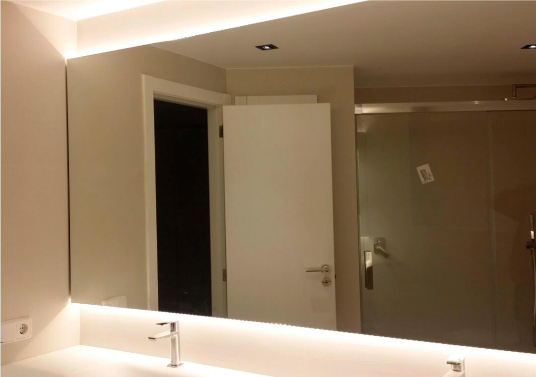 Espejo con iluminación por leds luz indirecta
