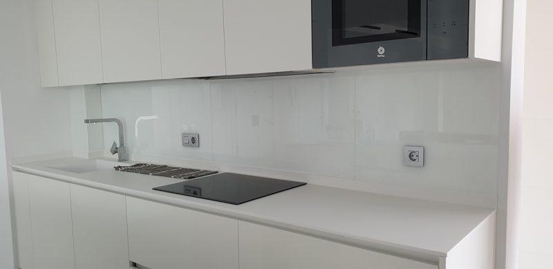 cristal blanco frontal cocina